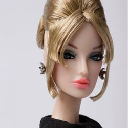 [FR] Echelon FR: Monogram™ Dressed Doll - 93023