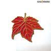 붉은 단풍잎 뺏지