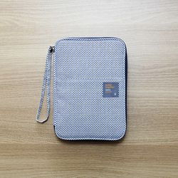 Better Together Daily pouch v.2-rain