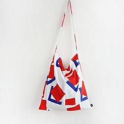 white sqare bag