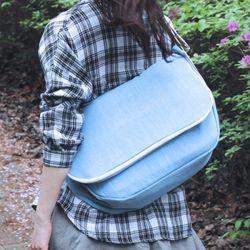 ALICE CANVAS MESSENGER BAG (LIGHT BLUE)