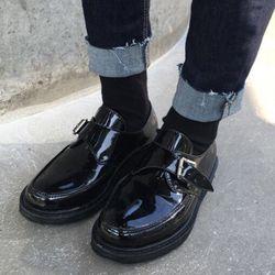 black enamel loafer