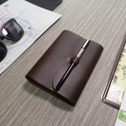 Note Cover. Buckle Pen A6 펜잠금노트 [핫초코]