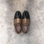 Two tone enamel mono shoes