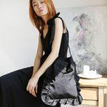 Ribbon satin shoulder bag (black)