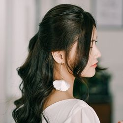플라워 드롭 웨딩 화이트 꽃잎 귀걸이