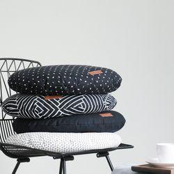 올 블랙 에브리띵 원형방석 (솜포함)