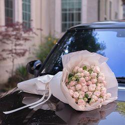 백송이 장미 꽃다발