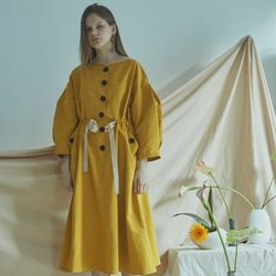 BUTTON VOLUME DRESS (MUSTARD)