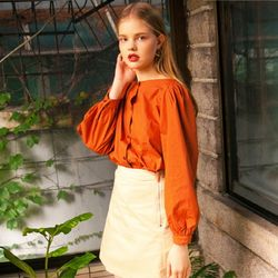 SLEEVE BAND OFF BLOUSE (BROWN)