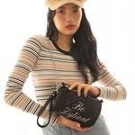 lettering pointed velvet cylinder bag (black)