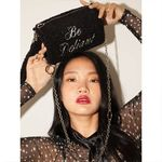 lettering pointed fur cylinder bag (black)