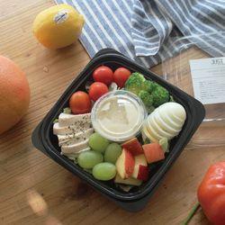 닭가슴살과 삶은달걀 어린잎 샐러드 (187kcal)