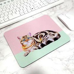 방바닥 고양이 일러스트 마우스패드 2. 보는 고양