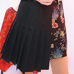 half pleats black skirt