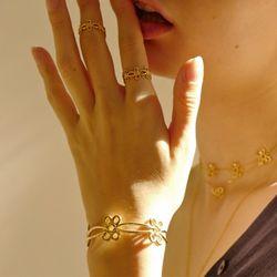 Knot Ribbon Bangle