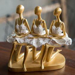 J12 금색 발레 앉아있는 인형