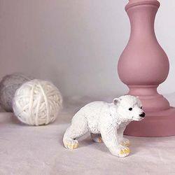 아기 북극곰 피규어
