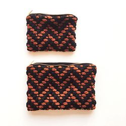scarlet knit pouch (large)