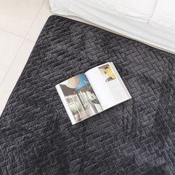 헤링본 퀼팅 차콜 극세사 러그 - 200x230cm