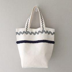 simple line tote bag