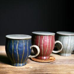무광 줄무늬 뚜껑 머그컵