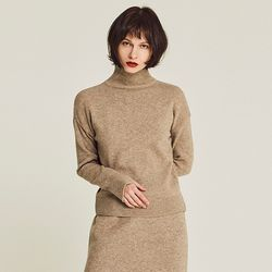 LAMBS WOOLEN TURTLENECK SWEATER (BEIGE)