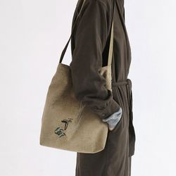흩날리는 shoulder bag beige