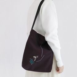 흩날리는 shoulder bag dark wine