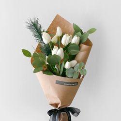 튤립 & 그린 조화 꽃다발
