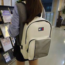 시그니처 클래식 USB 백팩 (white)