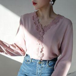 Spring romantic blouse