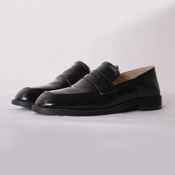 sand low classic loafer