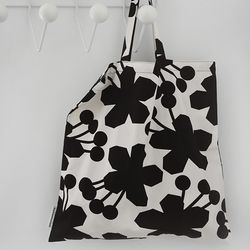 geranium big bag  by Jessica Nielsen