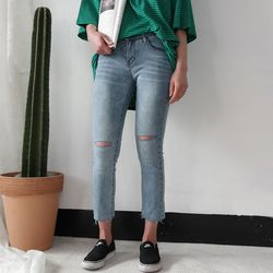 Slim cutting denim pants2