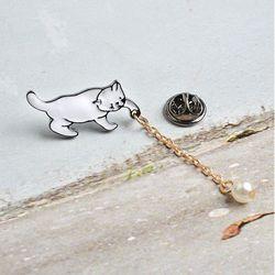 화이트 고양이 진주 뱃지