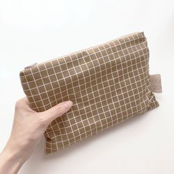 line and line pouch MEDIUM BROWN