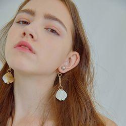 Snowball Clinking Pearl Earrings
