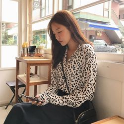 trendy point leopard blouse