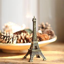 내 책상 위의 미니 에펠탑