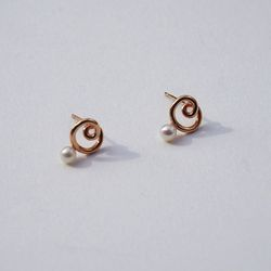 14k gold lovely pearl earring