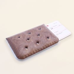 CHOCOLATE CRACKER DREAMI PASSPORTCASE
