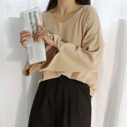 V-neck slit knit