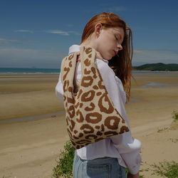 LEOPARD KNIT BAG (BROWN)
