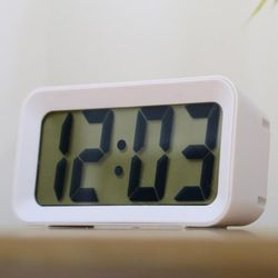 모디 화이트 LCD 디지털 알람시계