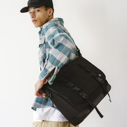 WASHED CORDURA 24L MESSENGER BAG - BLACK