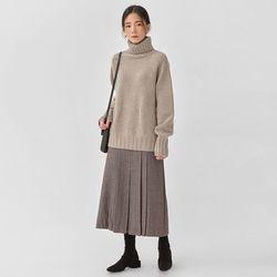 steady turtleneck knit
