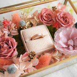 MELTING GOLD FLOWER RING BOX - 커플 링 쿠션