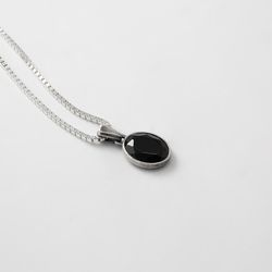 [ARETE] Oval Cut Onyx Necklace