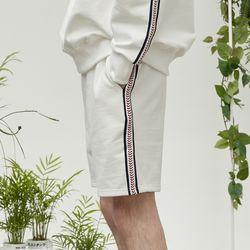 side kink shorts (ivory)